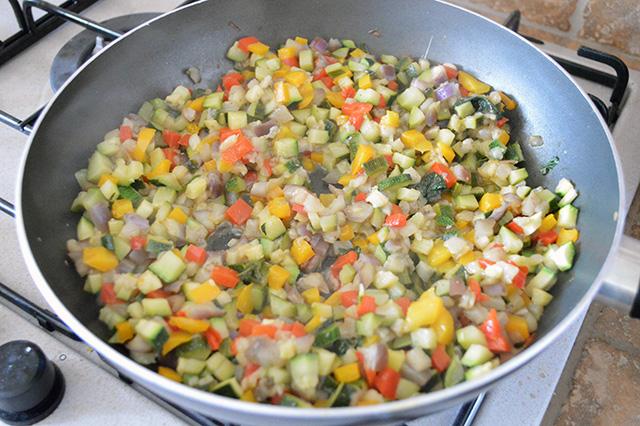Torta salata con verdure e maionese nell'impasto04