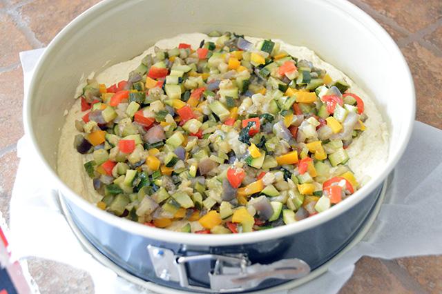 Torta salata con verdure e maionese nell'impasto10