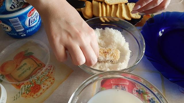 preparazione-pavesini-cocco-nutella-e-mascarpone (4)