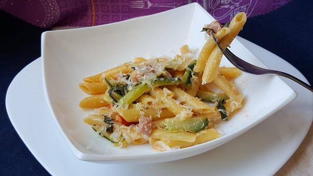 preparazione-pennette-zucchine-philadelphia-prosciutto- cotto (2)