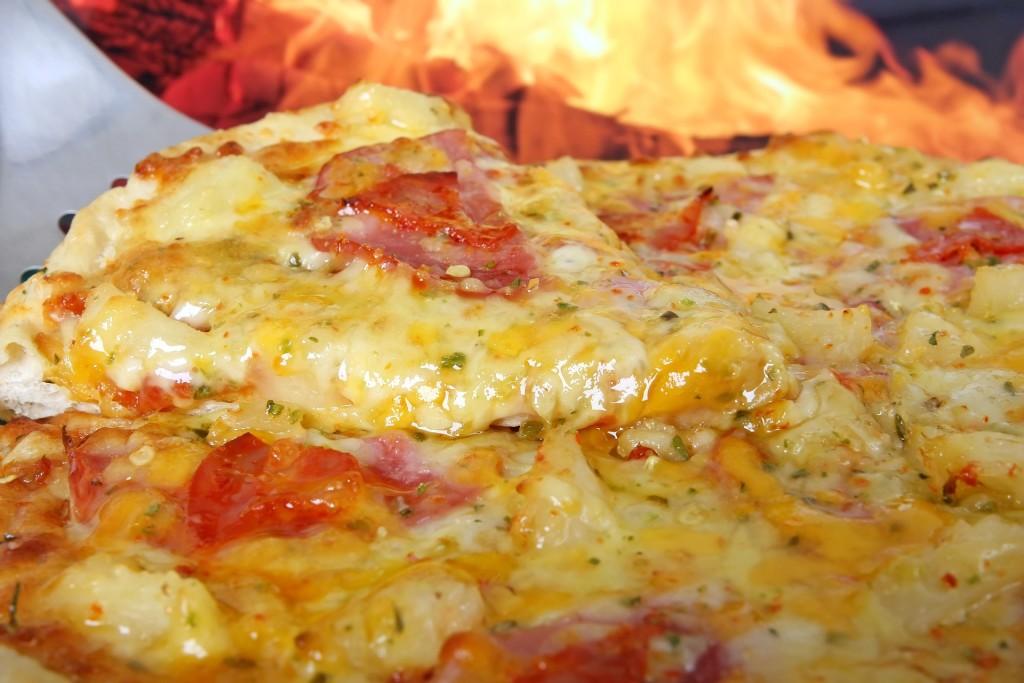 pizza con ananas