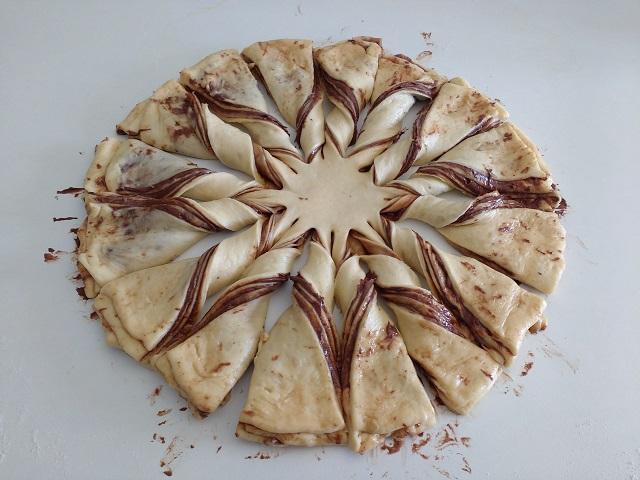 preparazione fiore di pan brioche alla nutella 16