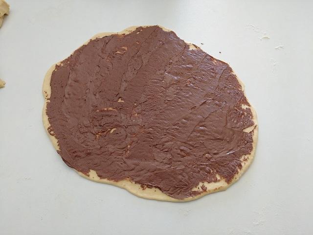 preparazione fiore di pan brioche alla nutella 9