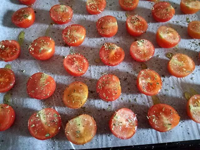 pomodorini conditi olio sale origano
