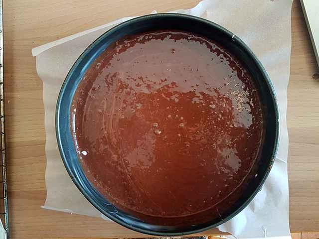 preparazione torta al vino rosso